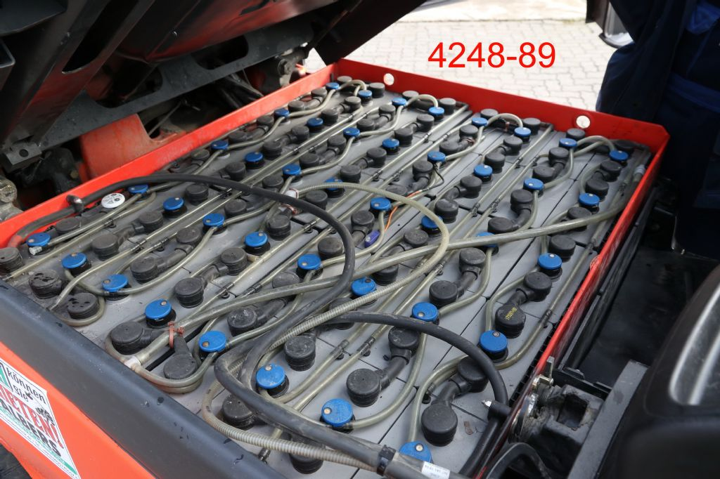 Linde-E 35 HL 01-Elektro 4 Rad-Stapler-www.heftruckcentrumemmen.nl