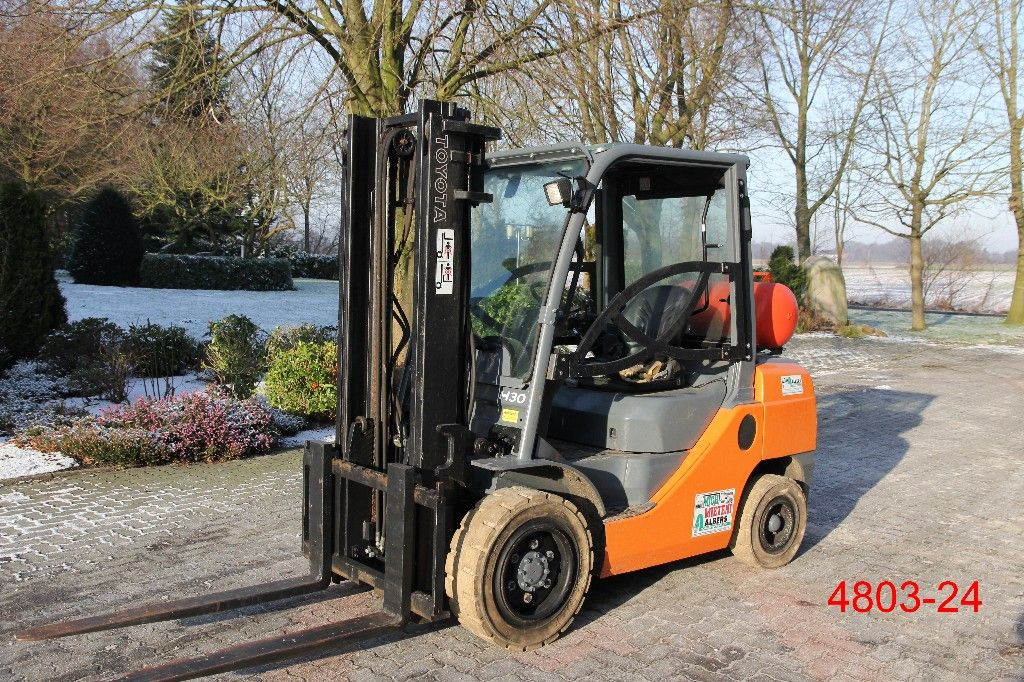 Toyota-02 8 FGF 30-Treibgasstapler-http://www.heftruckcentrumemmen.nl