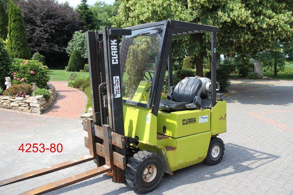 Clark-GPM 18-Treibgasstapler-http://www.heftruckcentrumemmen.nl