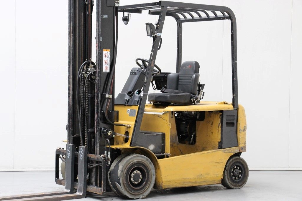 Caterpillar-EP25K-PAC-Electric 4-wheel forklift http://www.bsforklifts.com