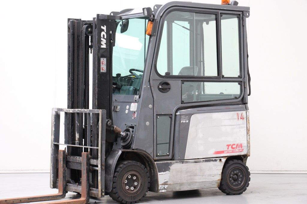 TCM-FB25-7LB-Electric 4-wheel forklift http://www.bsforklifts.com