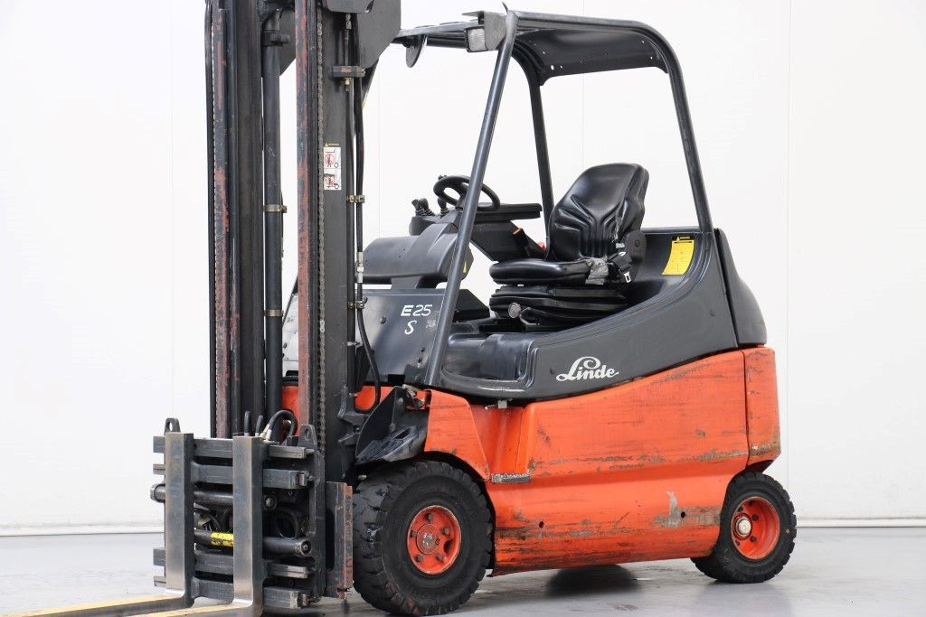 Linde-E25/600-03-Electric 4-wheel forklift http://www.bsforklifts.com