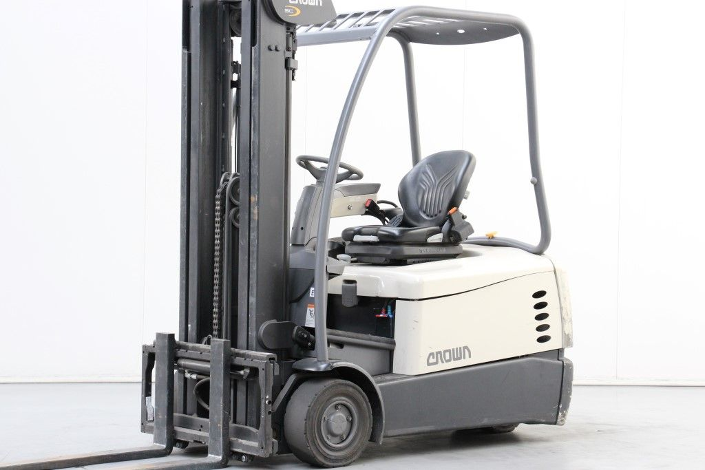 Crown-SC5340-1.6 -Electric 3-wheel forklift http://www.bsforklifts.com