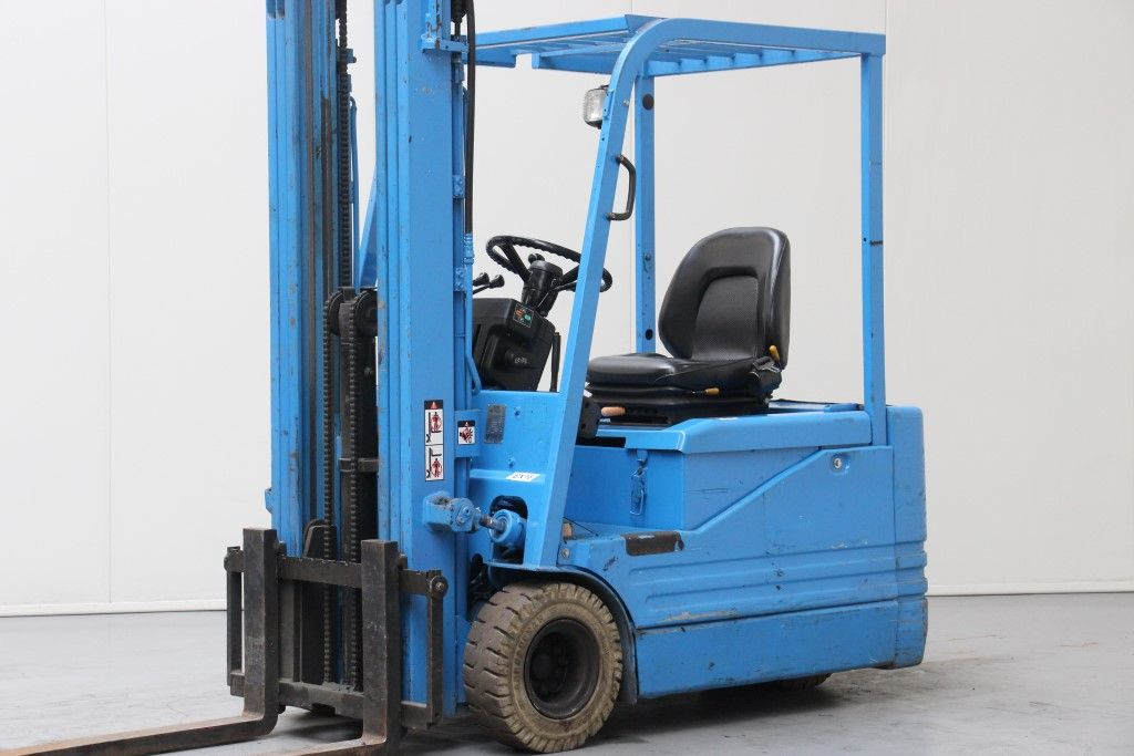Toyota-5FBE18-Electric 3-wheel forklift http://www.bsforklifts.com