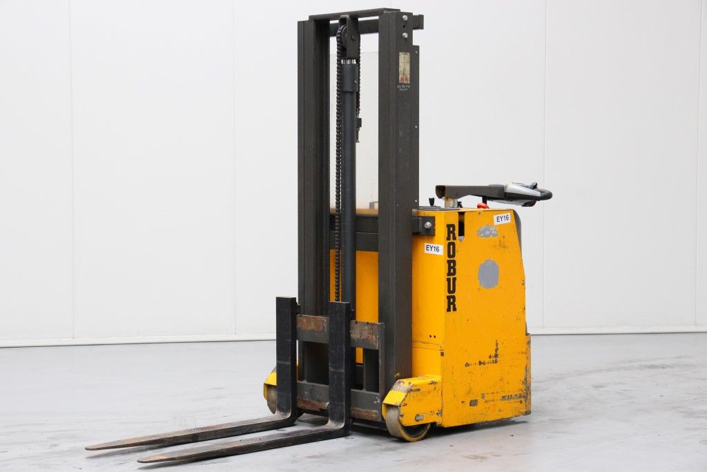 Robur-SBCC2506-High Lift stacker http://www.bsforklifts.com