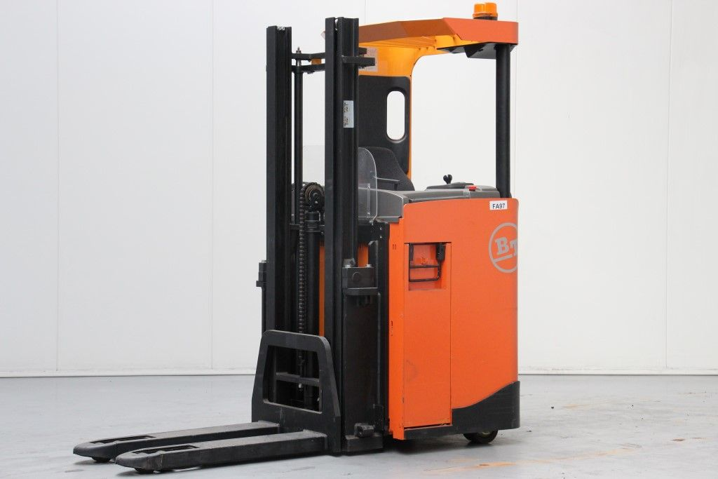 BT-SRE135-Stacker sit on http://www.bsforklifts.com