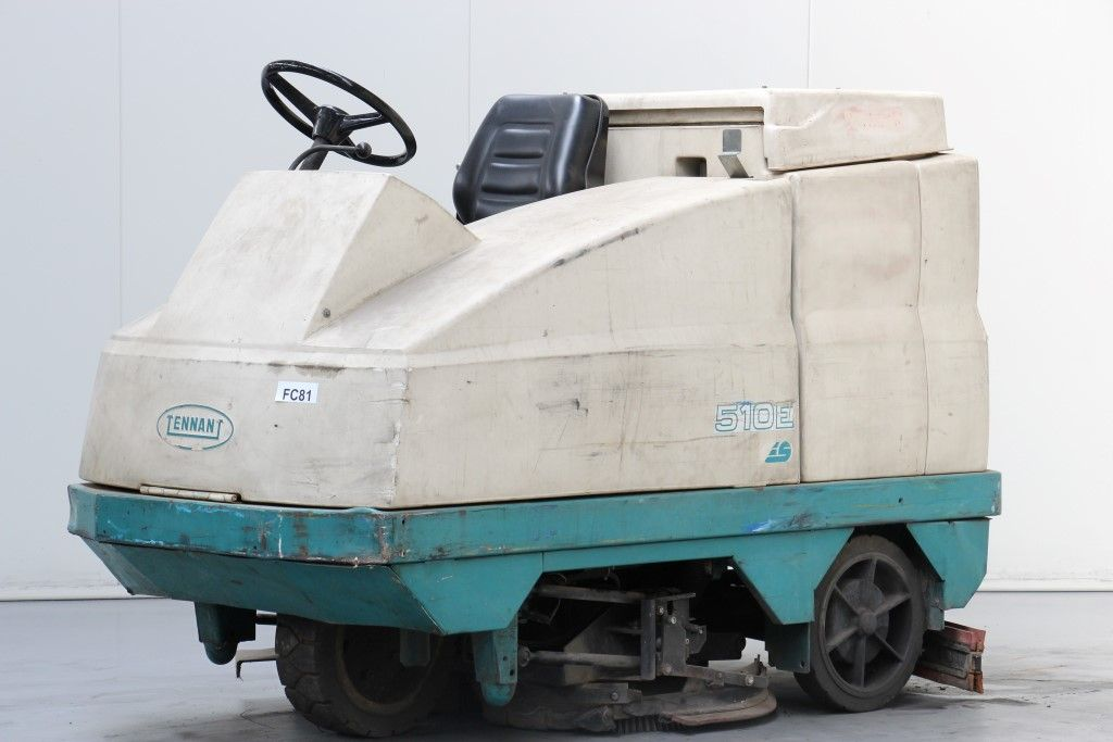 Tennant-510E-Sweepers and vacuum cleaning machine http://www.bsforklifts.com