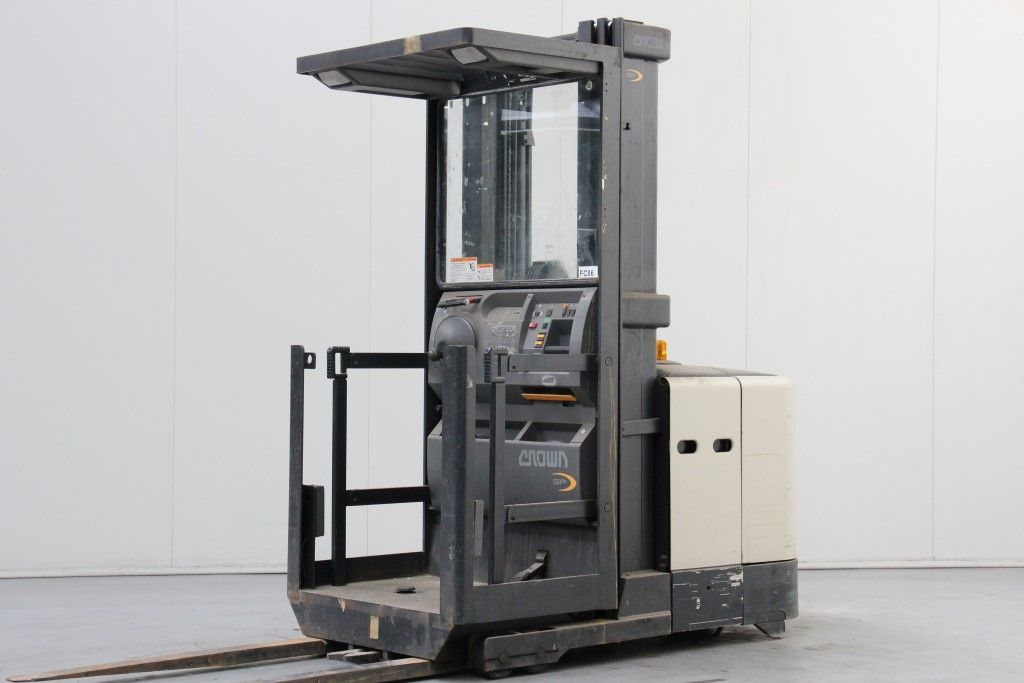 Crown-SP3021TT5335-High Level Order Picker http://www.bsforklifts.com