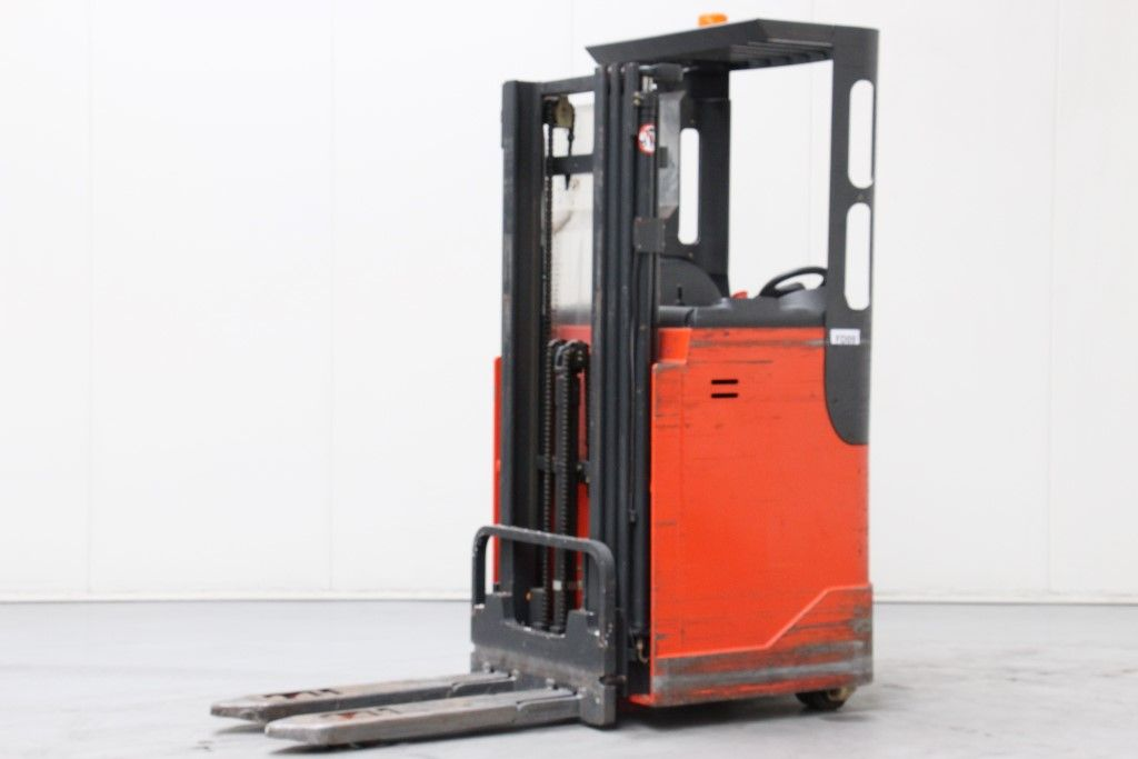Linde-L16R-03-Stacker sit on http://www.bsforklifts.com