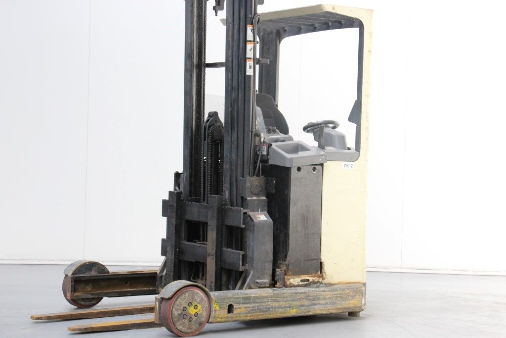 Crown-ESR30201.4-Reach Truck http://www.bsforklifts.com