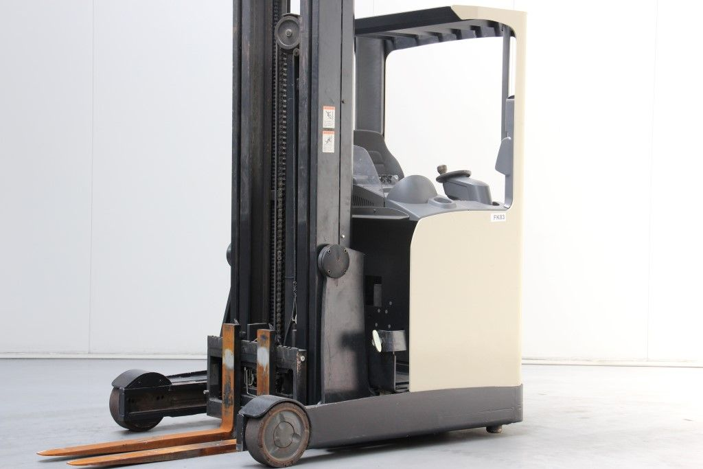 Crown-ESR4500-Reach Truck http://www.bsforklifts.com