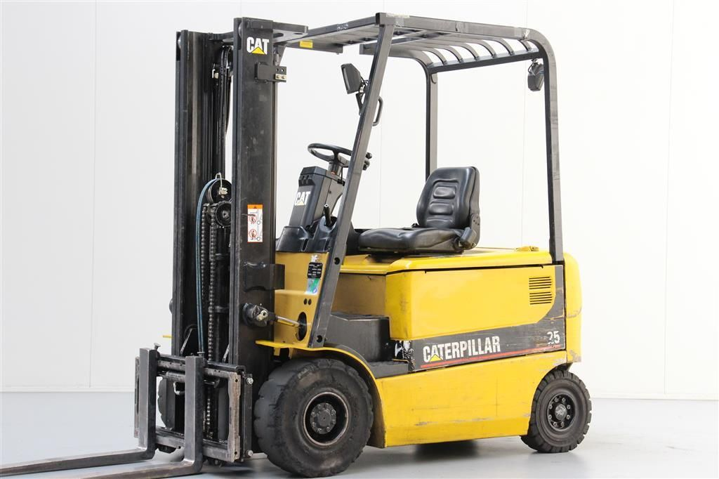 Caterpillar-EP25K-Electric 4-wheel forklift http://www.bsforklifts.com