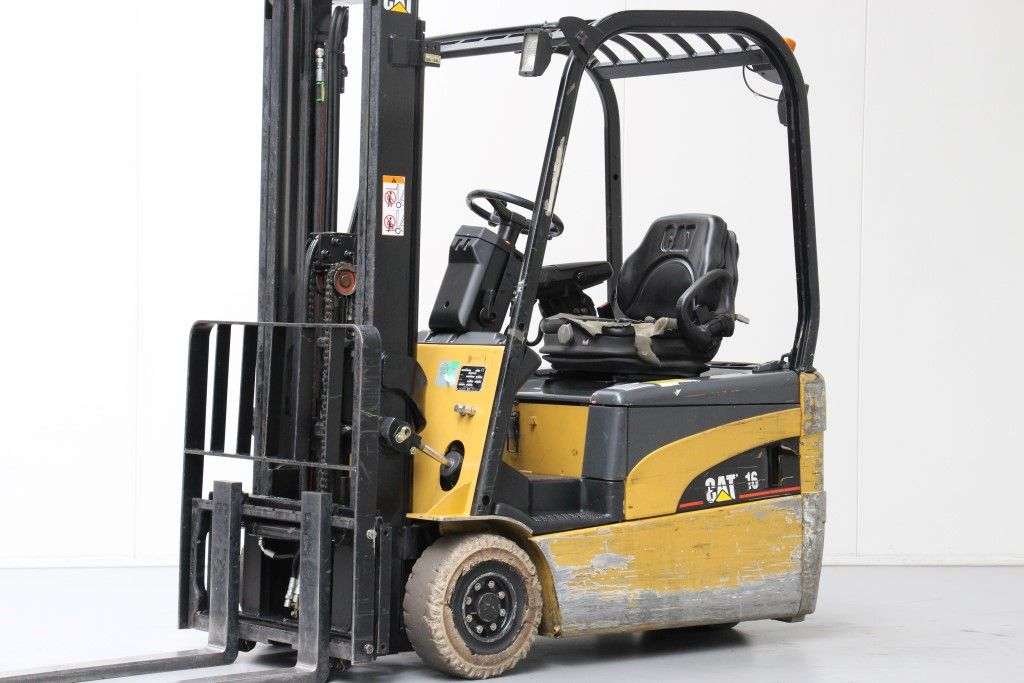 Caterpillar-EP16NT-Electric 3-wheel forklift http://www.bsforklifts.com