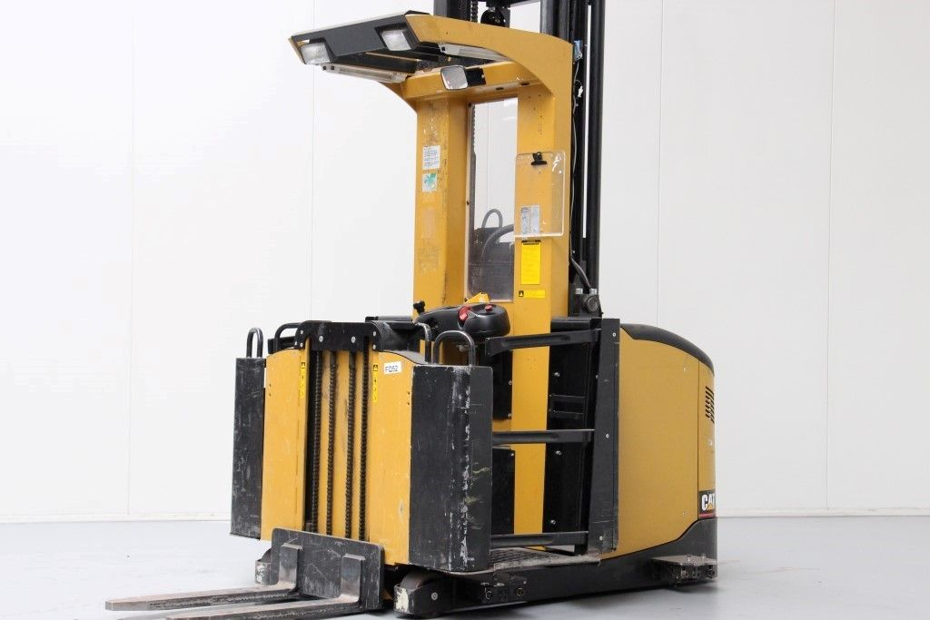 Caterpillar-N0M10K-High Level Order Picker http://www.bsforklifts.com