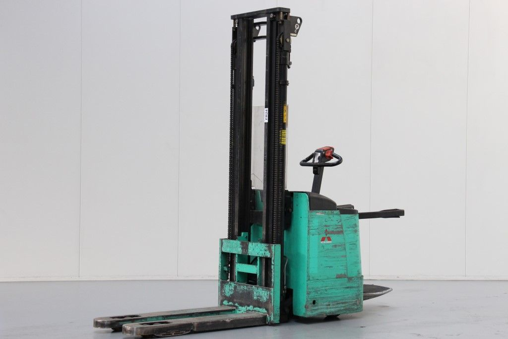 Mitsubishi-SBV16KI-High Lift stacker http://www.bsforklifts.com