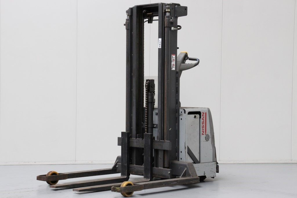 Nissan-TS/140BDTFVP435-High Lift stacker http://www.bsforklifts.com