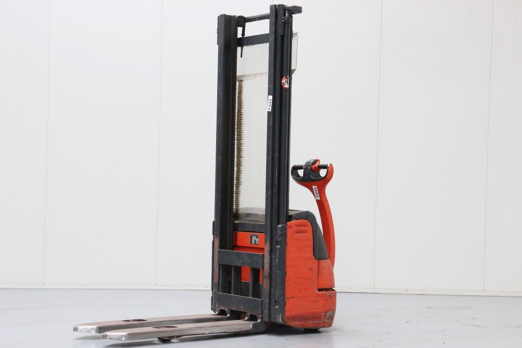 Linde-L12-High Lift stacker http://www.bsforklifts.com