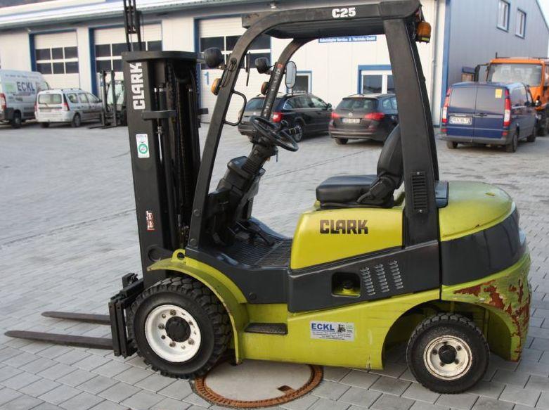 Clark-C25D-Dieselstapler-http://www.eckl-stapler.de