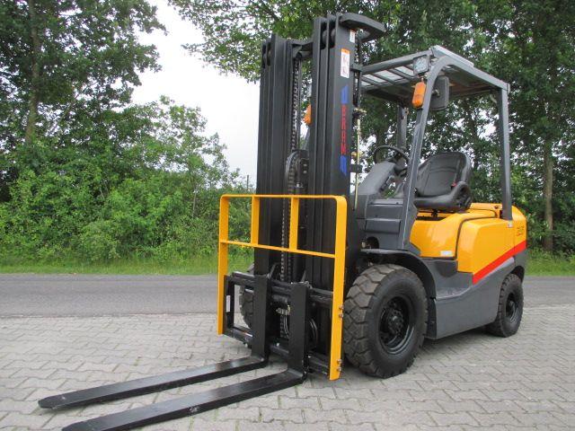 *Sonstige-FD30T-Dieselstapler-http://www.efken-stapler.de