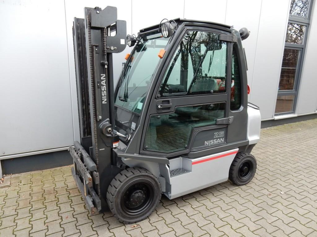 Nissan-DX25-LPG-Treibgasstapler-http://www.eundw.com