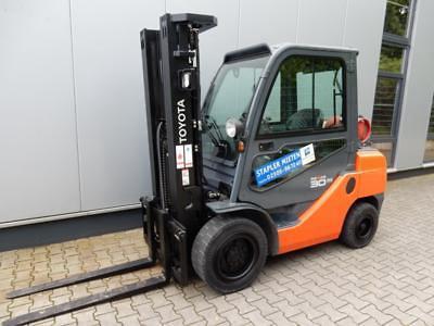 Toyota-02-8FGF30-Treibgasstapler-http://www.eundw.com
