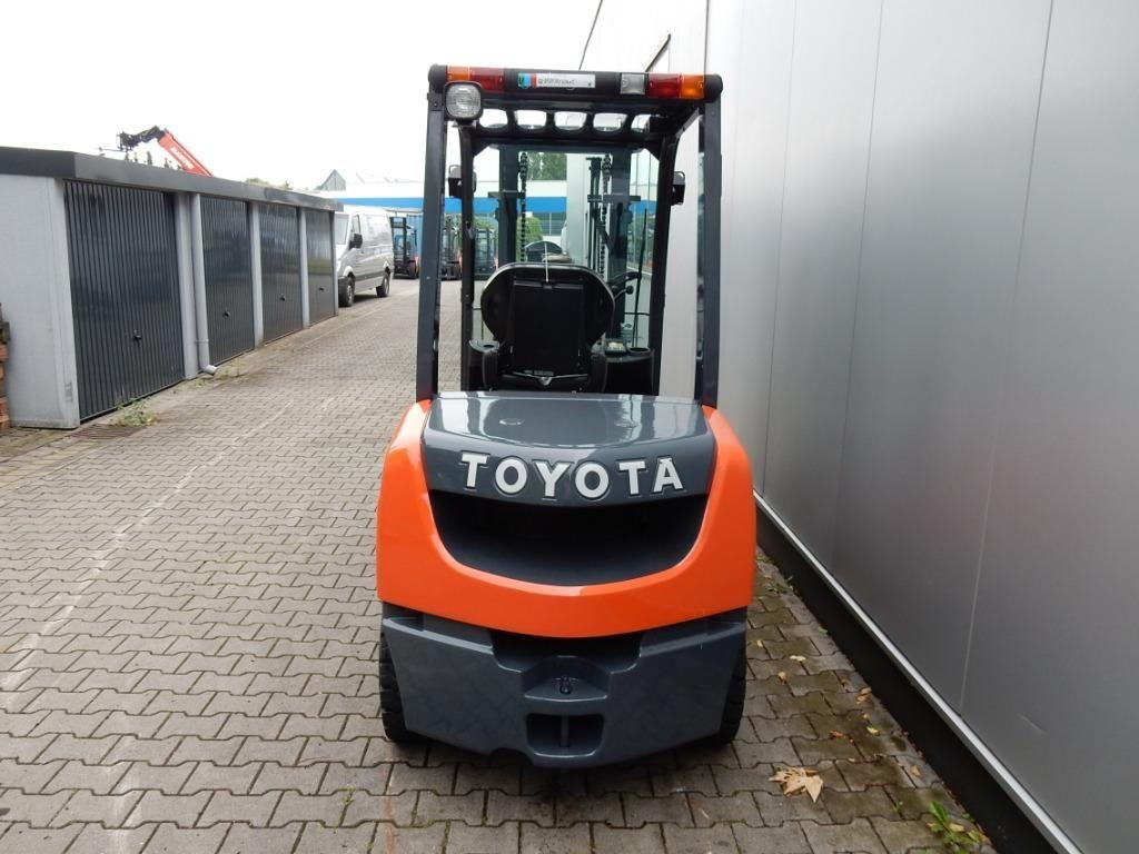 Toyota-02-8FDF30-Dieselstapler-http://www.eundw.com