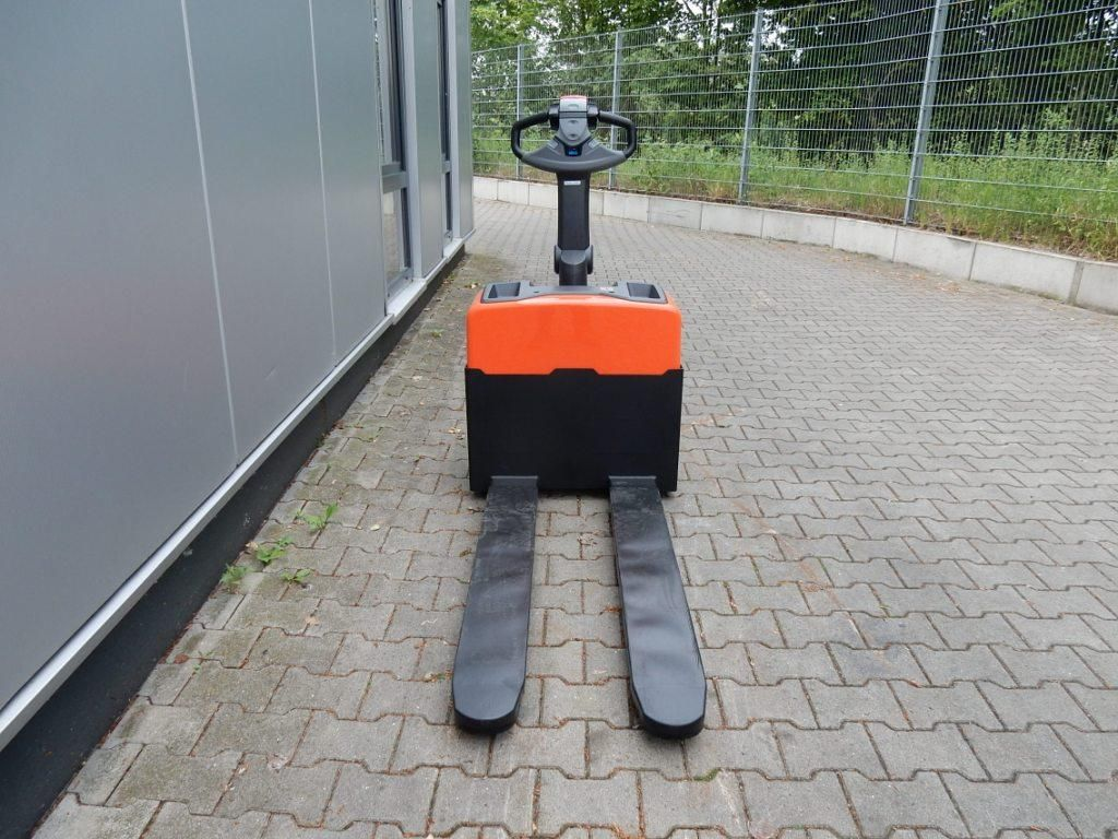 BT-LWE130-Niederhubwagen-http://www.eundw.com