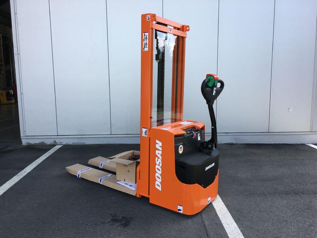 Doosan-LEDS 12,5 C-Hochhubwagen-http://www.fiegl-foerdertechnik.de