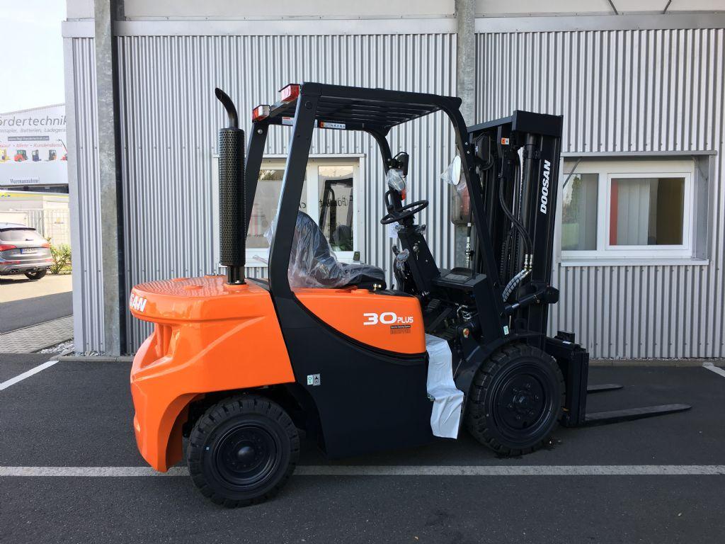 Doosan-D30GP-Dieselstapler-http://www.fiegl-foerdertechnik.de