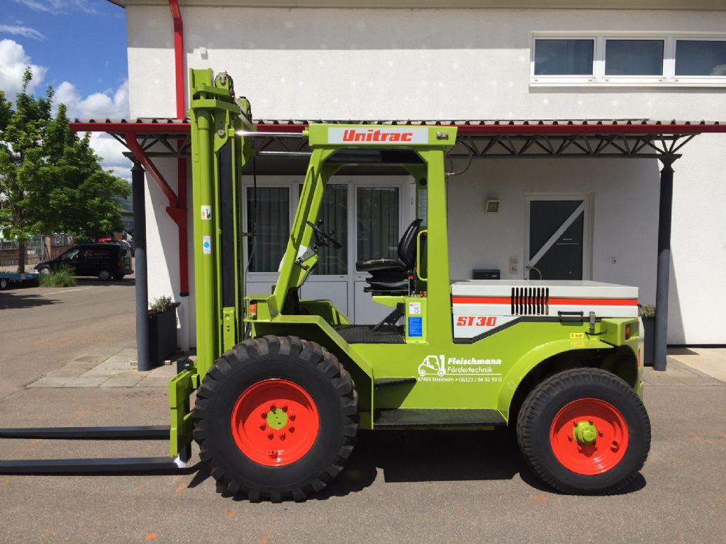 Unitrac-ST 30 MIETGERÄT -Geländestapler-www.fleischmann-foerdertechnik.de