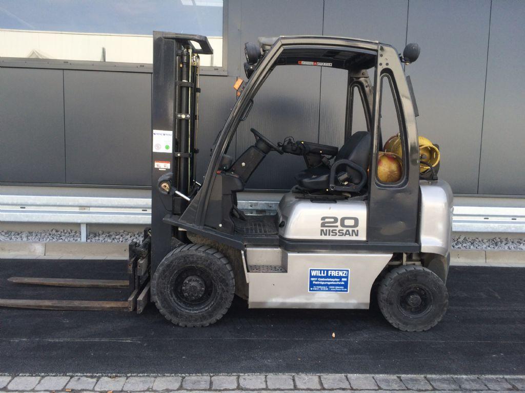 Nissan-UD02A20PQ-Treibgasstapler-http://www.frenz-gabelstapler.de