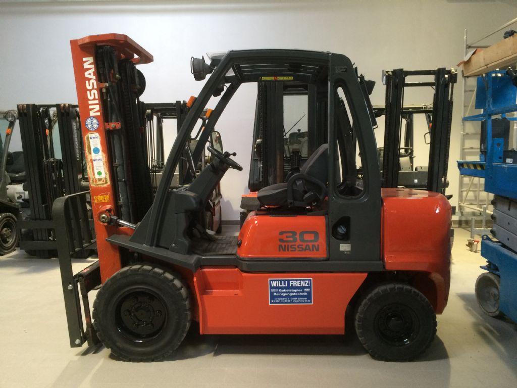 Nissan-DX30-Dieselstapler-http://www.frenz-gabelstapler.de