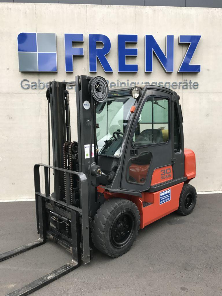 Nissan-UGD02A30PQ-Treibgasstapler-http://www.frenz-gabelstapler.de