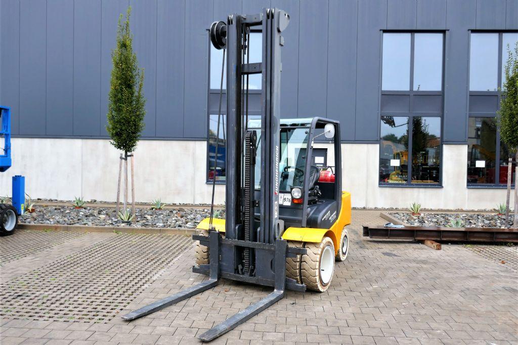 Jungheinrich-TFG435-Treibgasstapler-http://www.hanselmann.de