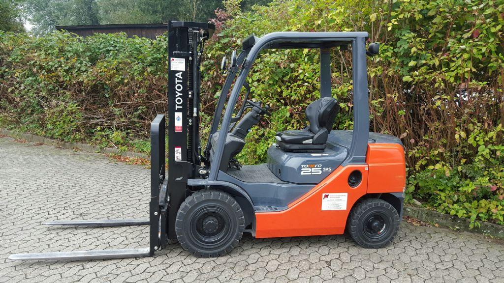 Toyota-02-8FDF25-Dieselstapler-http://www.heinbockel-gabelstapler.de