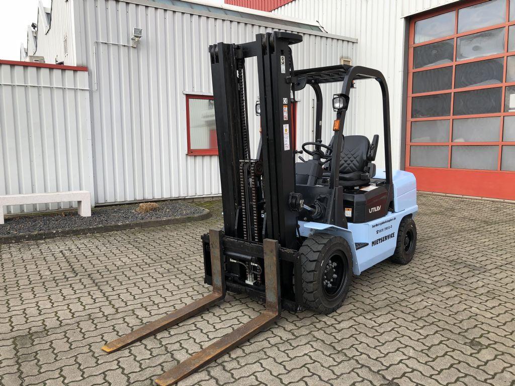UTILEV-UT35P-Dieselstapler-http://www.herbst-gabelstapler.de