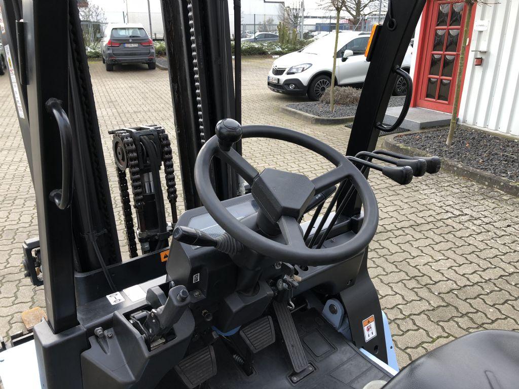 UTILEV-UT35P-Dieselstapler-www.herbst-gabelstapler.de