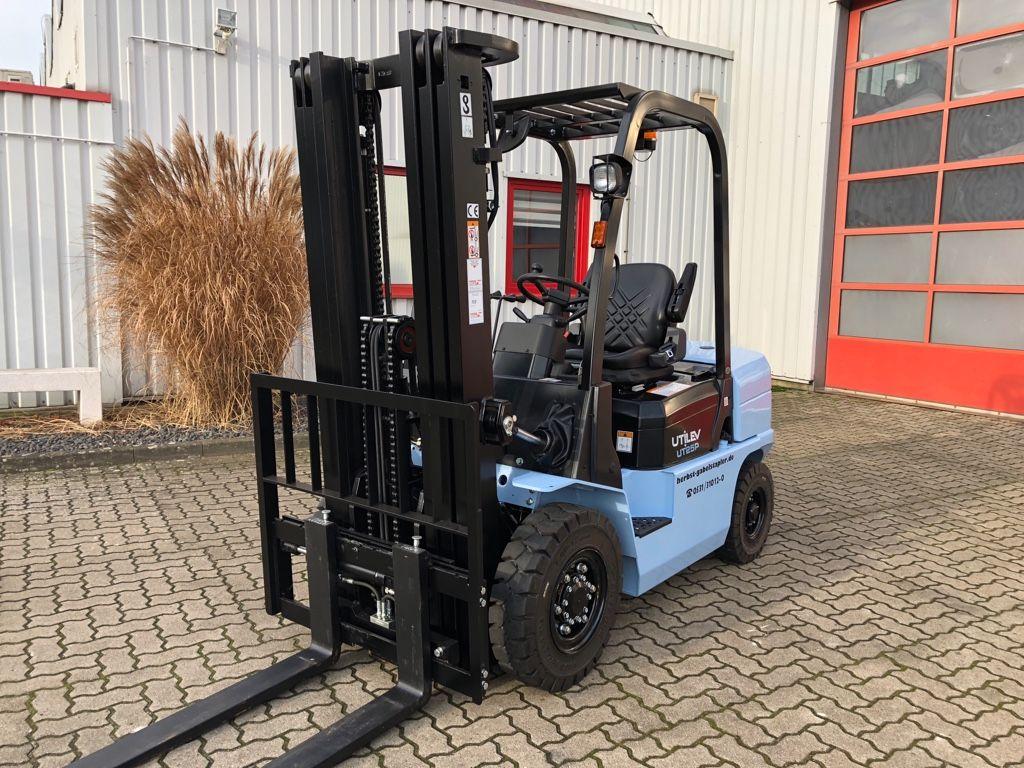 UTILEV-UT25P-Dieselstapler-http://www.herbst-gabelstapler.de