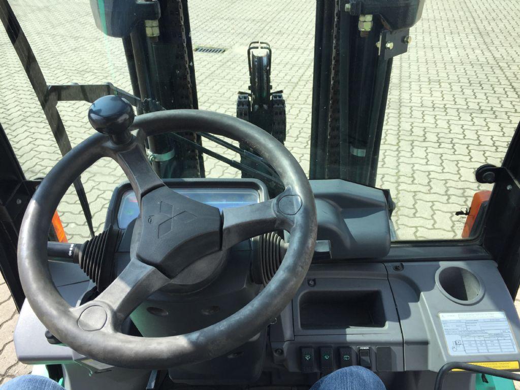 Mitsubishi-FG30N-Treibgasstapler-www.herbst-gabelstapler.de