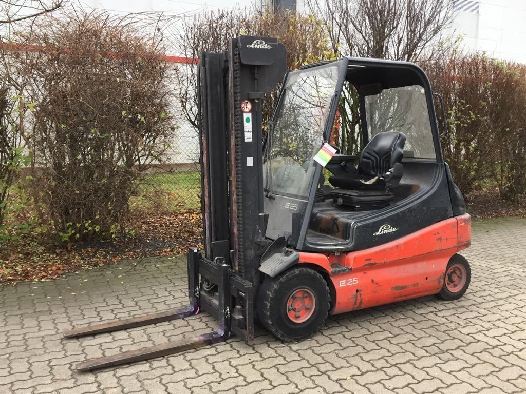 Linde-E25-02-Elektro 4 Rad-Stapler-http://www.herbst-gabelstapler.de
