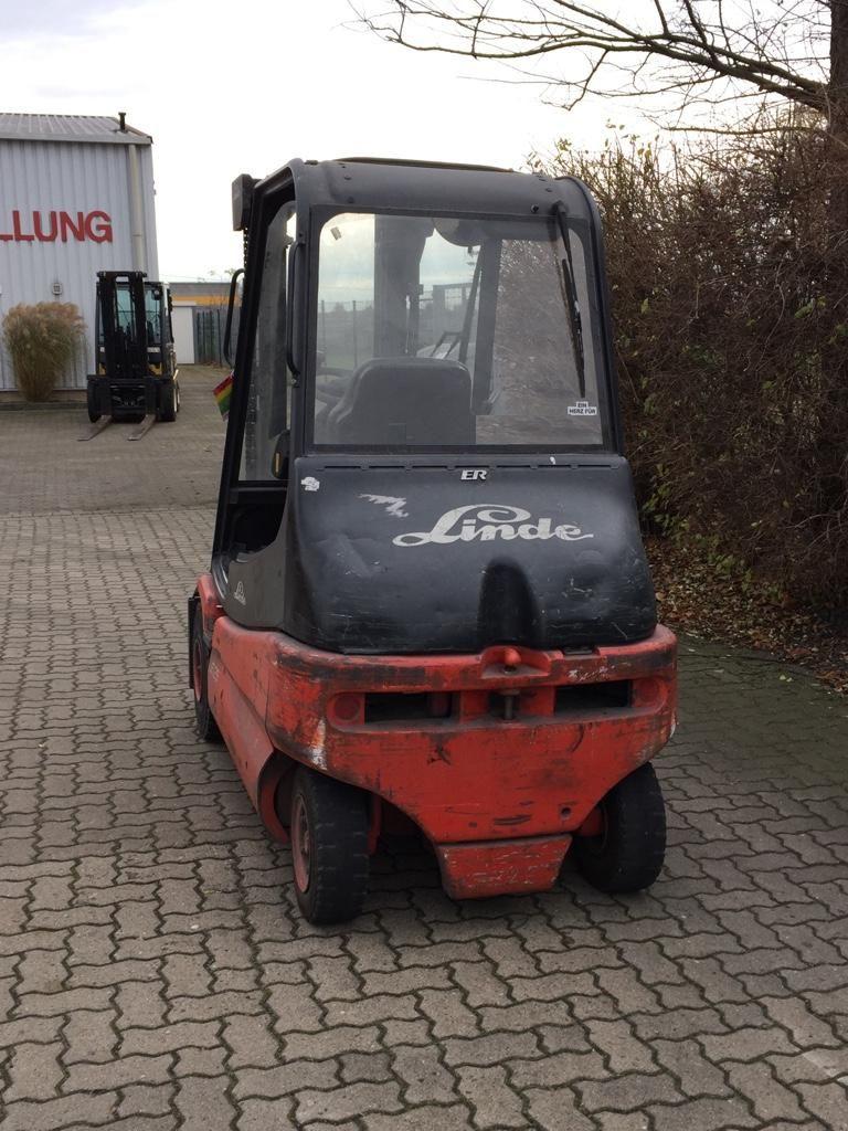 Linde-E25-02-Elektro 4 Rad-Stapler-www.herbst-gabelstapler.de