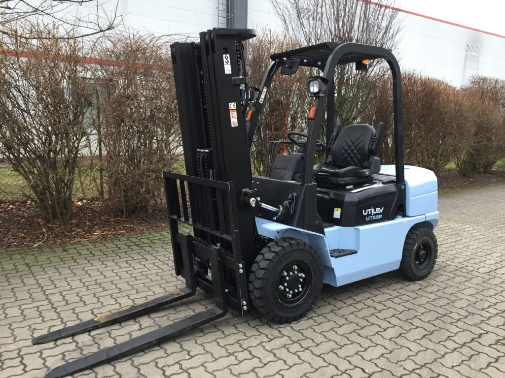 UTILEV-UT25P Diesel-Dieselstapler-http://www.herbst-gabelstapler.de