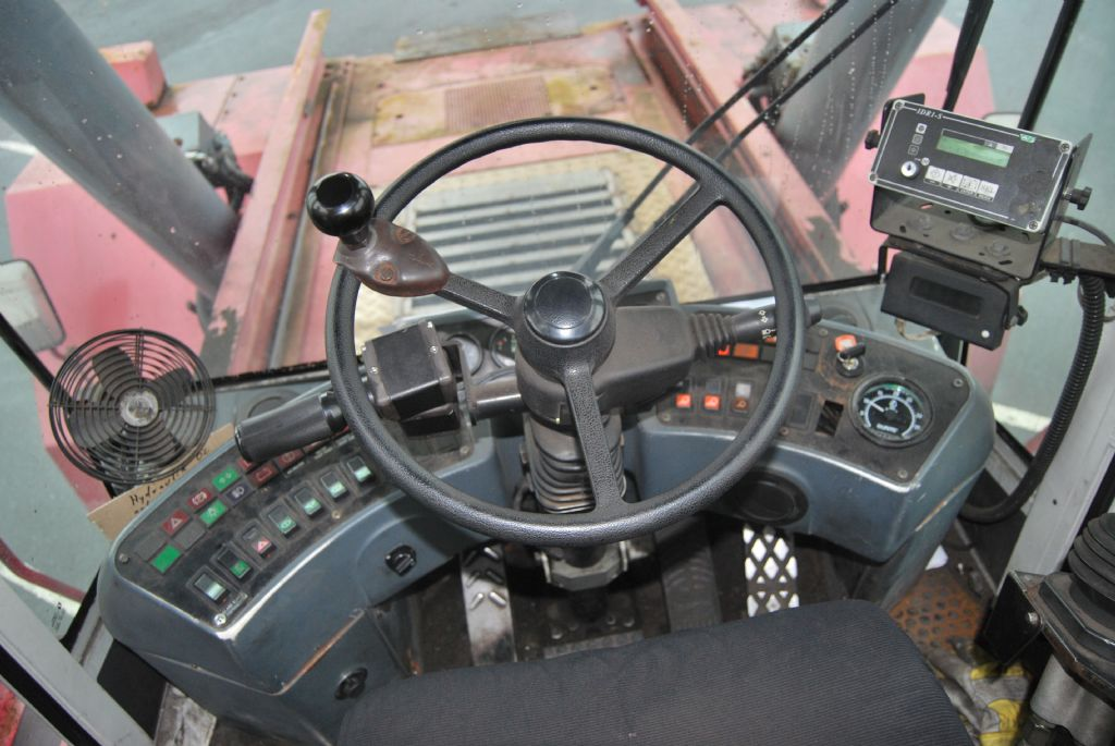CVS Ferrari-F279.5-Vollcontainer Reachstacker www.hinrichs-forklifts.com