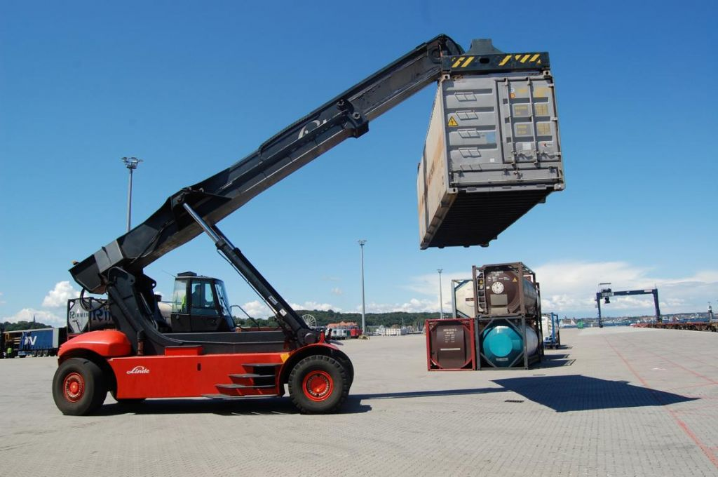 Linde C4531TL5 Vollcontainer Reachstacker www.hinrichs-forklifts.com