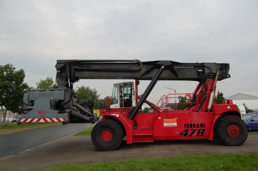 CVS Ferrari F478.5S Vollcontainer Reachstacker www.hinrichs-forklifts.com