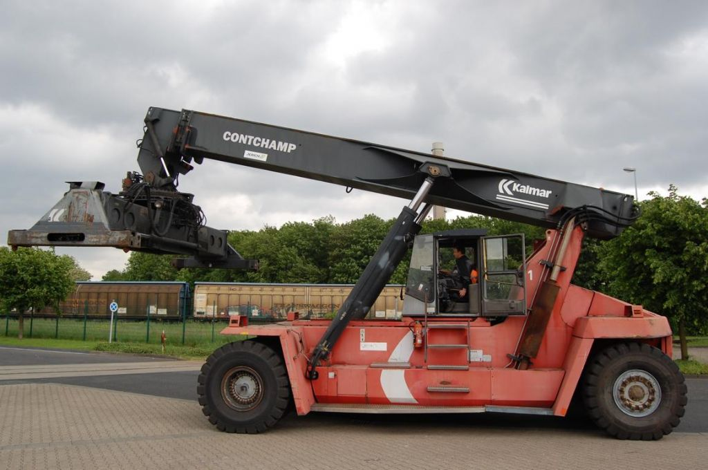 Kalmar DRD420-65S5 Vollcontainer Reachstacker www.hinrichs-forklifts.com