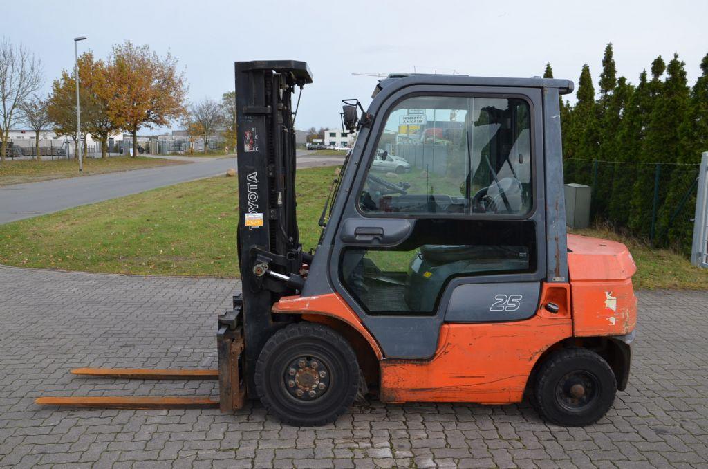Diesel Gabelstapler-Toyota-7FD25