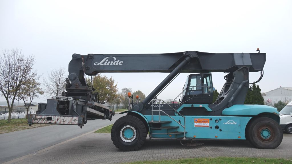 Linde-C4026CH-Vollcontainer Reachstacker