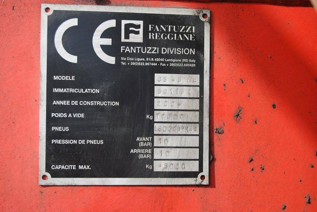 Fantuzzi-CS45KL-Vollcontainer Reachstacker www.hinrichs-forklifts.com