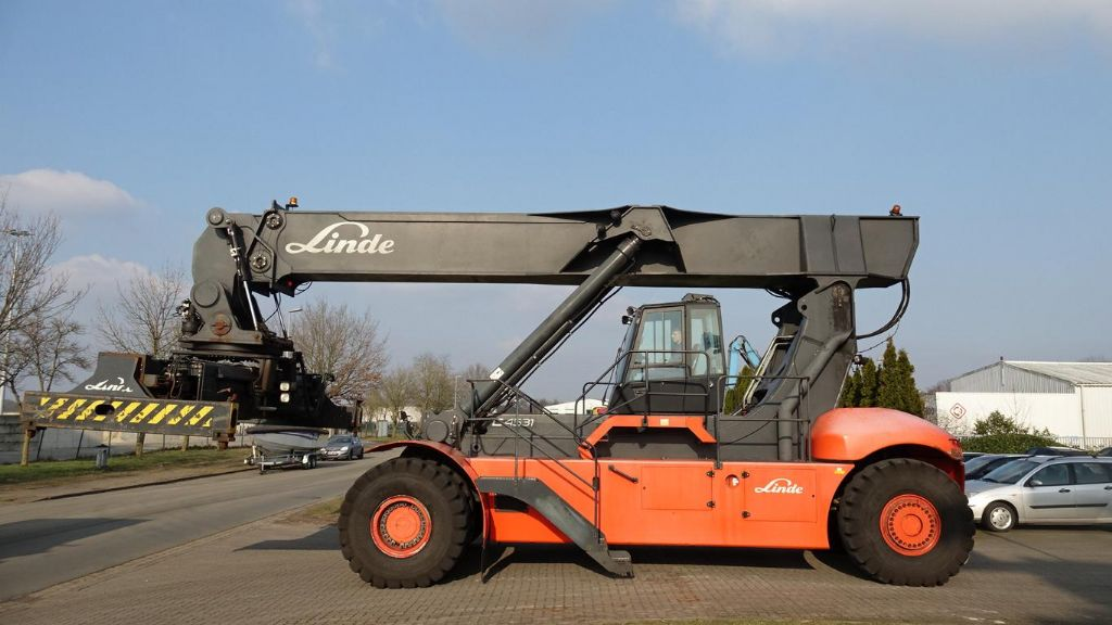 Linde C4531TL Vollcontainer Reachstacker www.hinrichs-forklifts.com